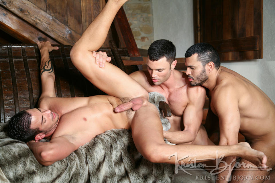 http://www.kristenbjorn.com/files/movie_images/407/large/1255003368010.jpg