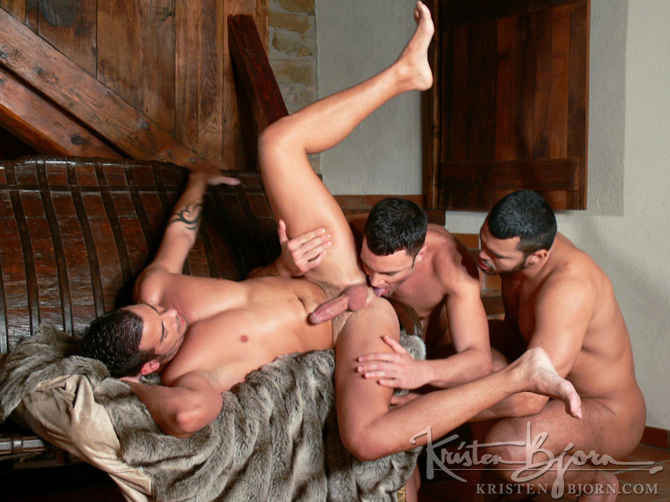 http://www.kristenbjorn.com/files/movie_images/407/large/1255003446012.jpg