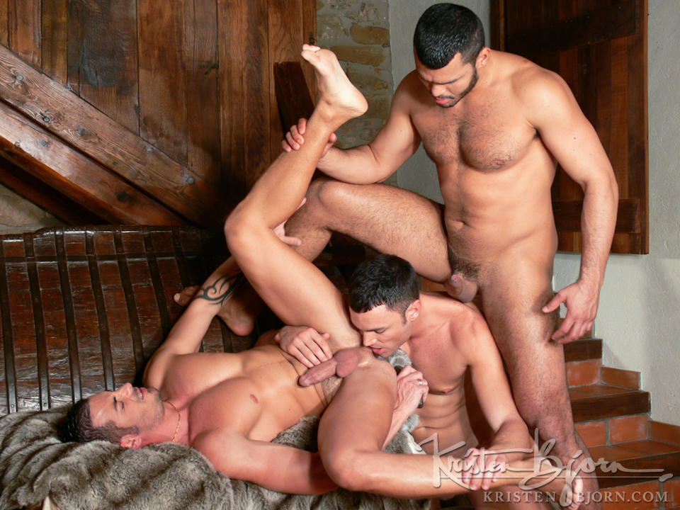 http://www.kristenbjorn.com/files/movie_images/407/large/1255003451015.jpg