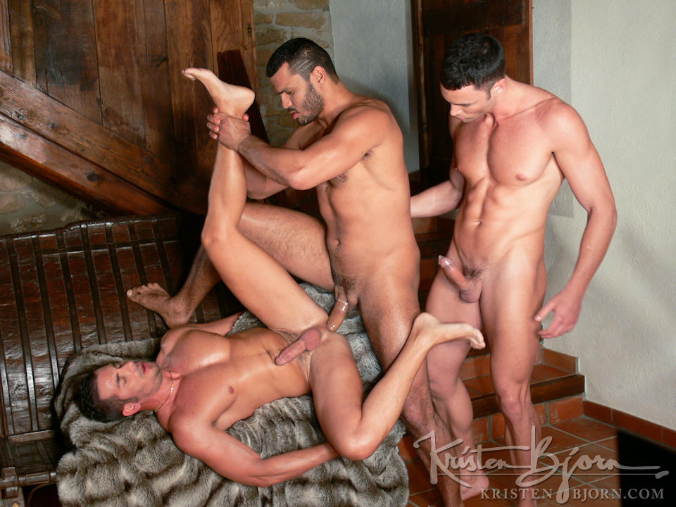 http://www.kristenbjorn.com/files/movie_images/407/large/1255003597016.jpg