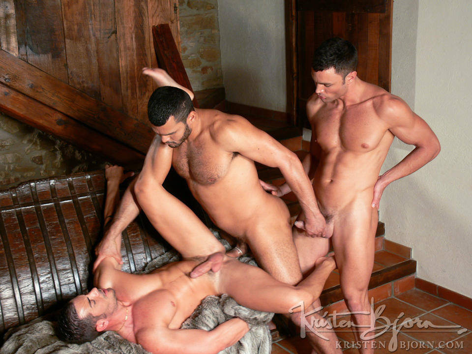 http://www.kristenbjorn.com/files/movie_images/407/large/1255003599017.jpg