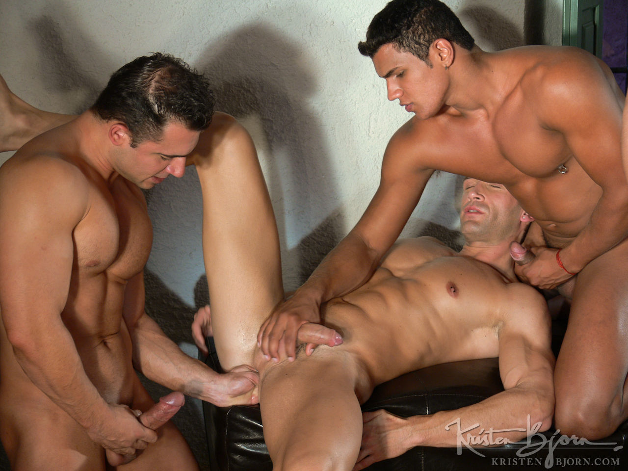 Latinos tomas and john fuck bareback
