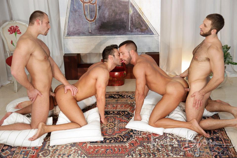 паровозик друга порно друг гея три трахают