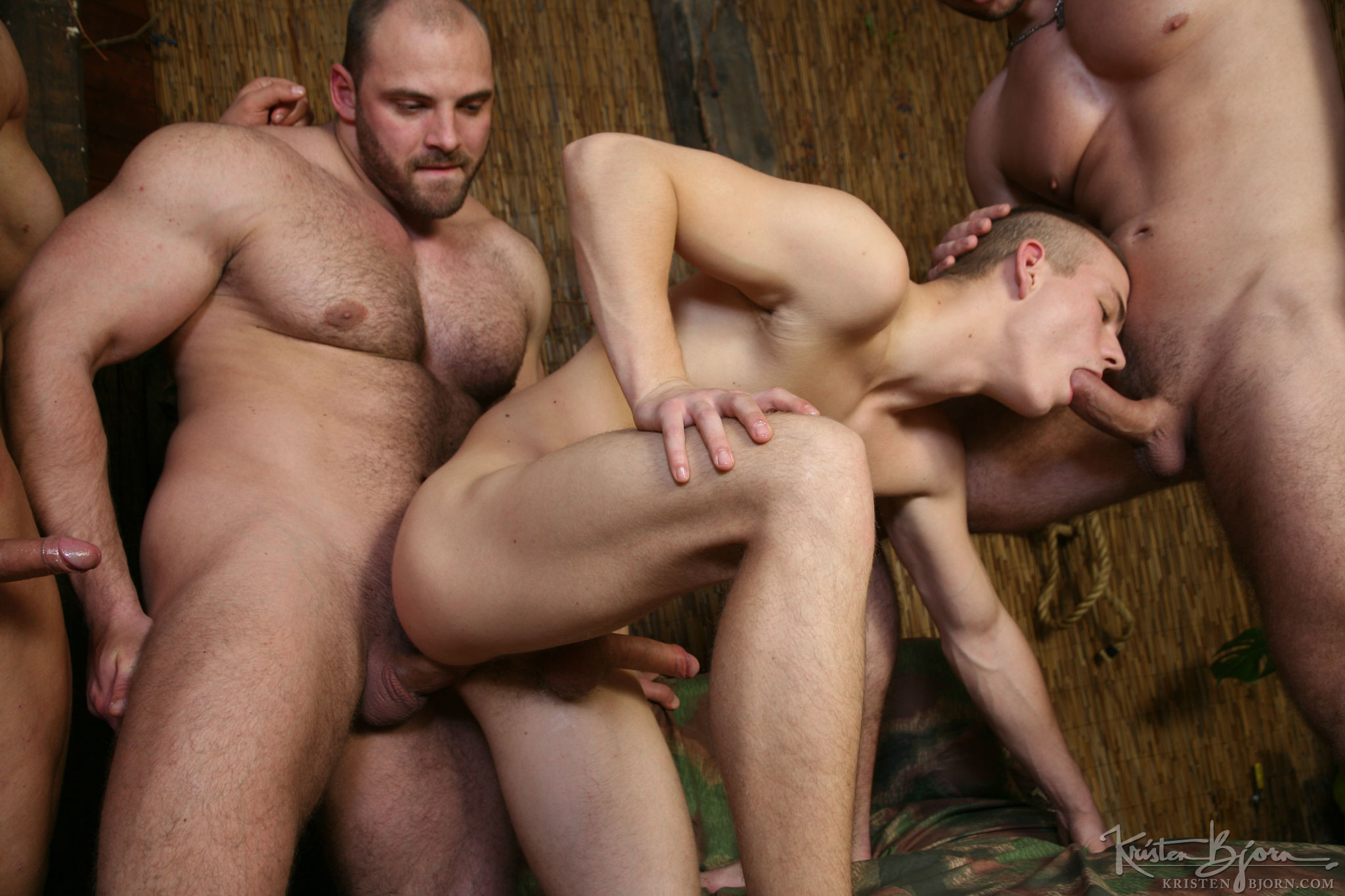 http://www.kristenbjorn.com/files/movies/212/freegallery/large/1462020588045.jpg