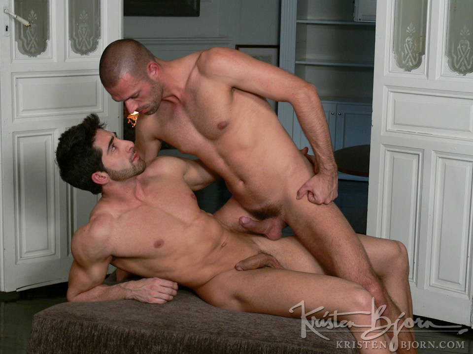 Casting Couch #140: Roberto Murano, Max Exe - Gallery